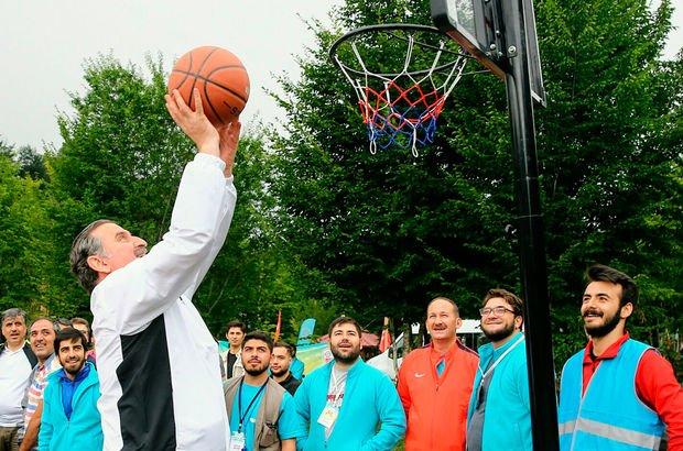Bakan Osman Aşkın Bak, gençlerle spor yaptı