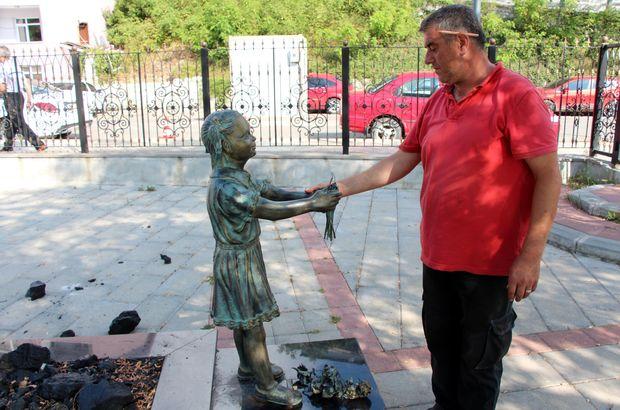"""""""Atatürk'e çiçek veren kız"""" heykeline saldırı"""