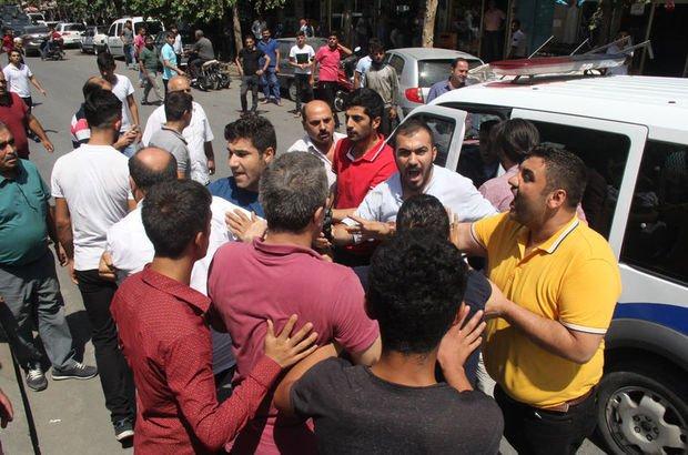 Şanlıurfa'da yol verme kavgasında linç girişimini polis havaya ateş açarak önledi