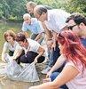 Balık sayısını artırmak ve amatör balıkçılığı geliştirmek için İstanbul'daki göletlere 111 bin yavru sazan balığı bırakıldı