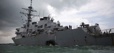 Petrol tankeriyle çarpışan ABD savaş gemisindeki kayıp askerler bulundu