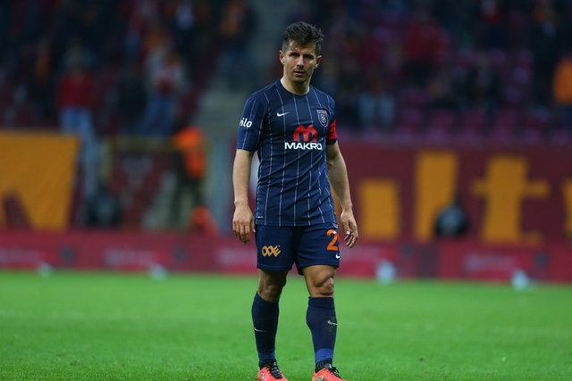 Emre Belözoğlu sosyal medyada gündem oldu