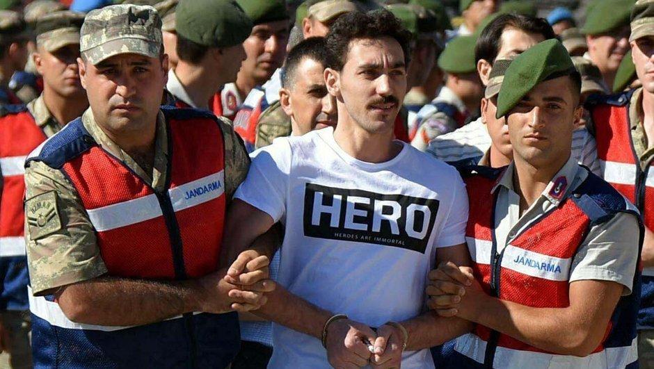 """""""Hero"""" tişörtü giyen sanığın talebi reddedildi"""