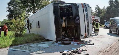 Almanya'da otobüs kazası! 44 yaralı