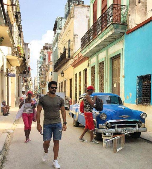 Fahriye Evcen ile Burak Özçivit Küba'da aşk tazeledi