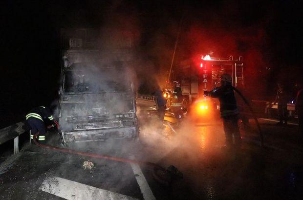 Bolu'da yanan kamyondaki tavuklar öldü