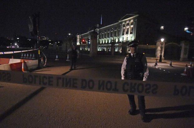 Londra'da saray önündeki polise bıçaklı saldırı!