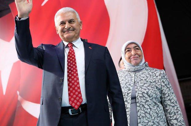 Başbakan Yıldırım ve eşi kurbanını Kızılay'a bağışladı