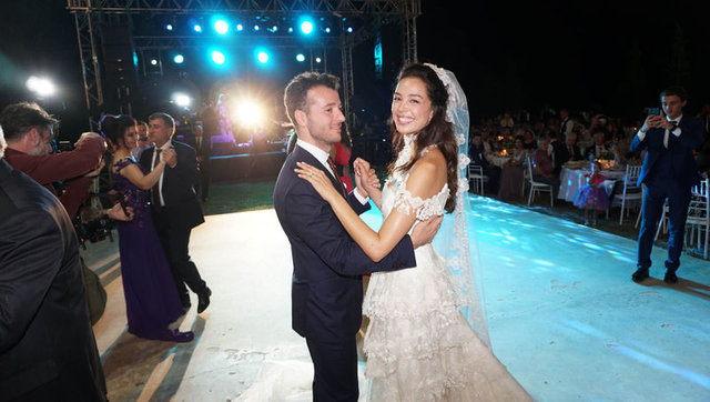 Azra Akın ile Atakan Koru evlendi