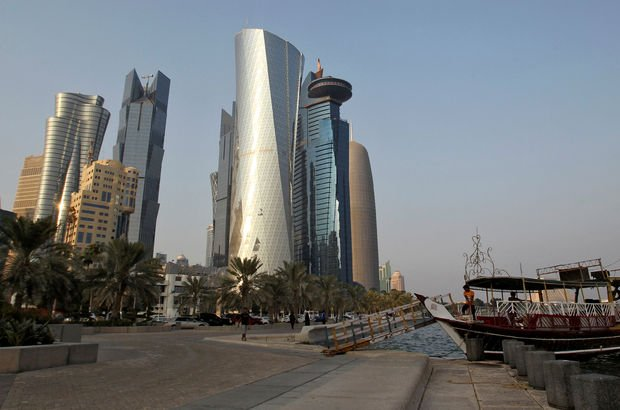 Fitch, Katar'ın notunu AA-'ye indirdi