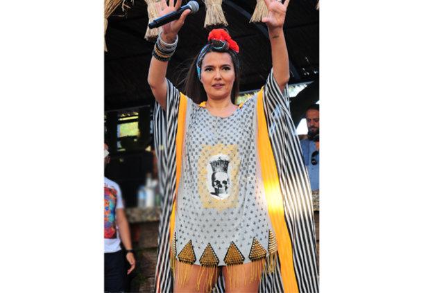 Demet Akalın'ın sahne kıyafeti 11 yıllık