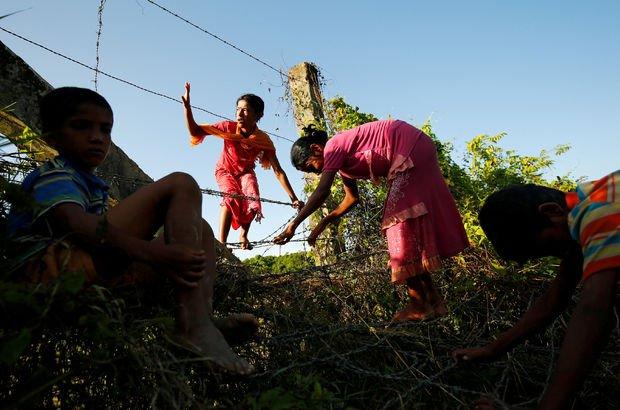 Myanmar'daki Müslümanlar Bangladeş'e geçiş yaptı!