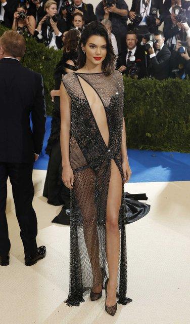 """Kendall Jenner'a """"Son 10 Yılın Moda İkonu"""" ödülü"""