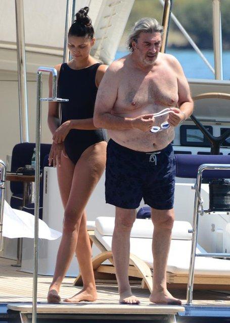 İşadamı Mehmet Dereli sevgilisiyle tatilde