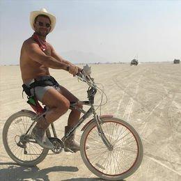 Parti profesörü Burning Man'de