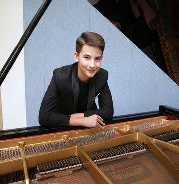 13 yaşındaki piyanist Kaan Turan'a uluslararası ödül