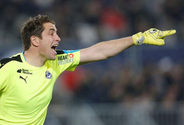 Galatasaray'ın anlaştığı iddia edilen Cedric Carrasso, Gomis'in hayatını kurtarmıştı!