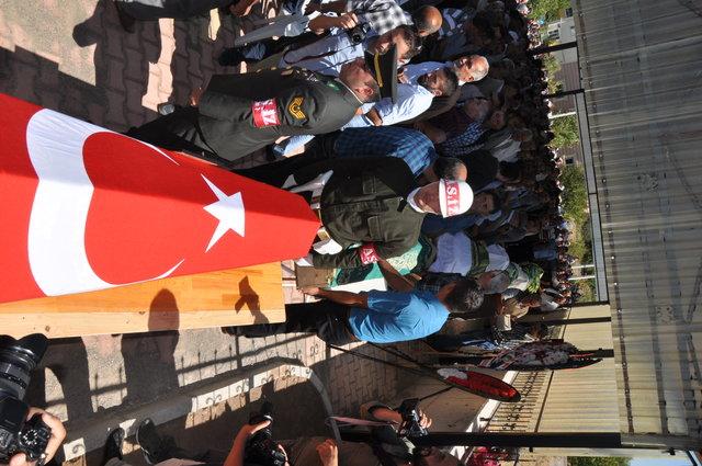 Tokat'ta kaza kurbanı aynı aileden 7 kişi yan yana defnedildi