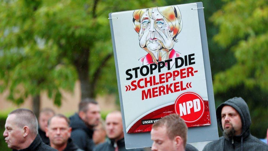 Almanya'da 'Merkel defol' sesleri