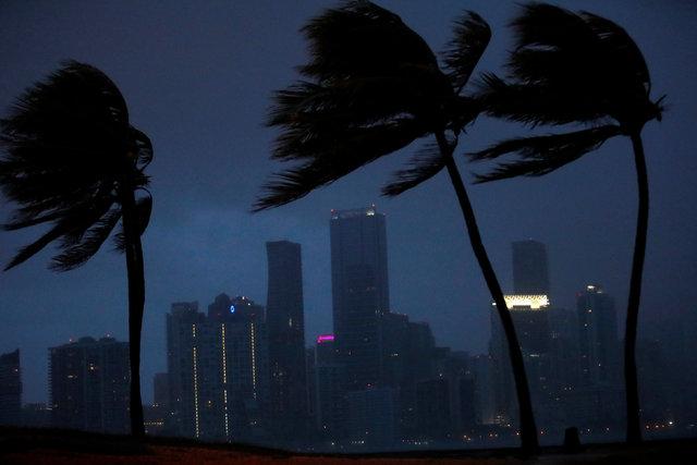Irma Kasırgası ABD'de! 3.4 milyon Amerikalı karanlıkta kalabilir!