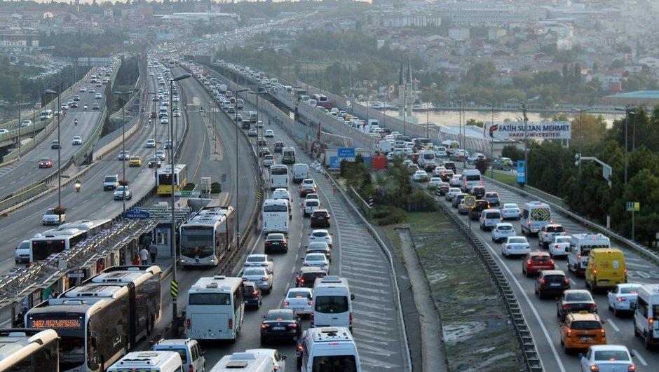 İstanbul'da trafik yoğunluğu yüzde 54'e dayandı.