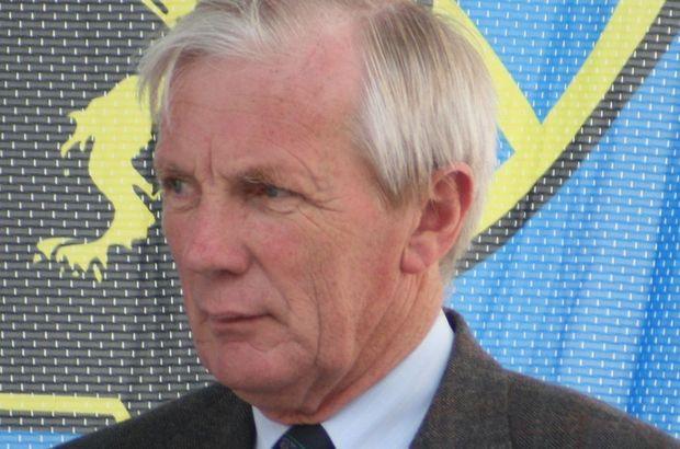 Belçika'nın, Mouscron şehri Belediye Başkanı Alfred Gardenne, boğazı kesilmiş halde bulundu