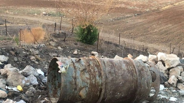 Siirt'in Aktaş köyünde 135 kişinin zehirlenmesine neden olan klor tankını köye getiren 3 kişi tutuklandı.