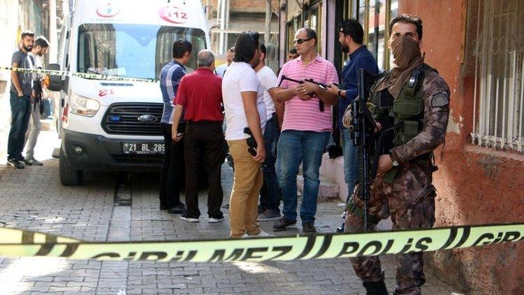 Diyarbakır'ın Sur ilçesinde bir evde meydana gelen patlamada bir kadın yaralandı.