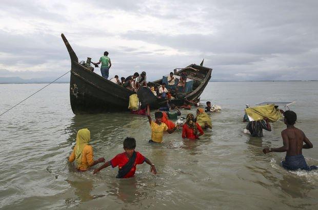 Arakanlı Müslümanları taşıyan tekne battı! 9 ölü