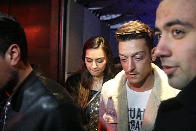 Mesut Özil'in sevgilisi oyuncu Amine Gülşe'den müjdeli haber