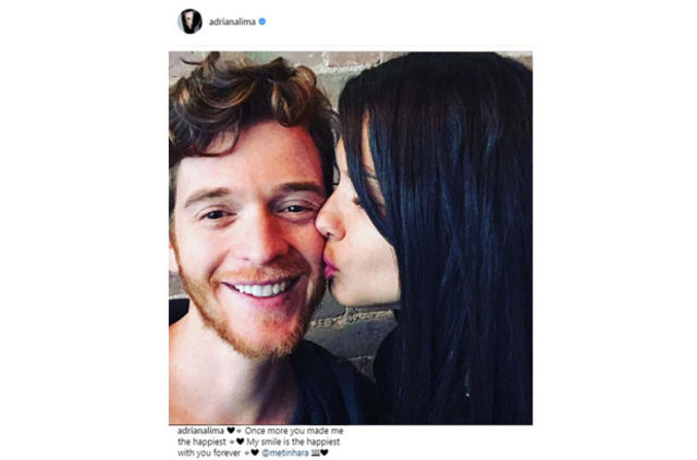 Adriana Lima'dan aşk pozu, Adriana Lima'dan öpücüklü mesaj
