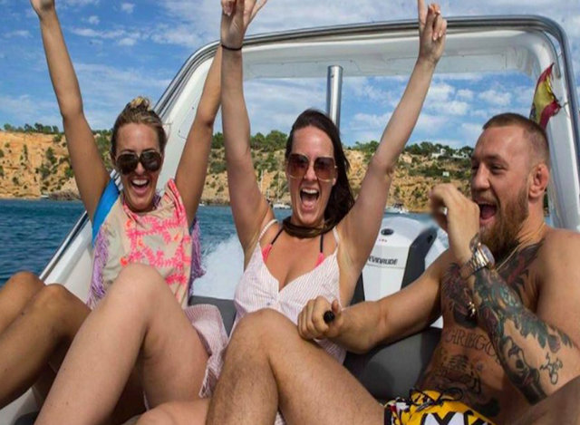 Conor McGregor Ibiza'da tatilde