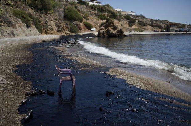 Salamina Adası siyaha büründü