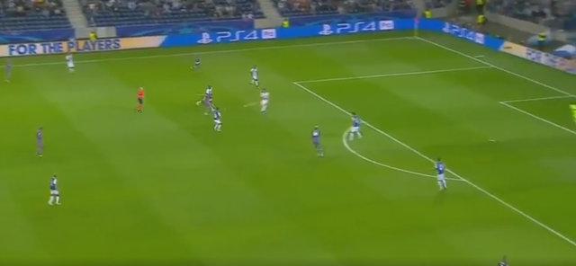 Beşiktaşlı futbolcu Cenk Tosun'un Porto'ya attığı gol