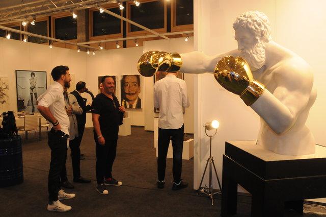 Contemporary Istanbul ünlü akımına uğradı