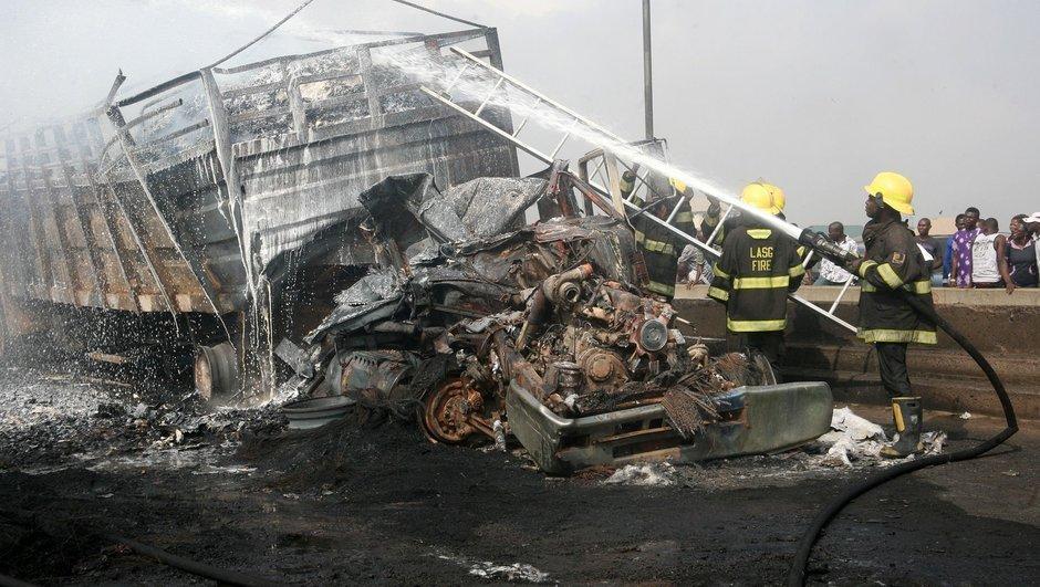 Nijerya'da iki yolcu otobüsü çarpıştı: 30 ölü