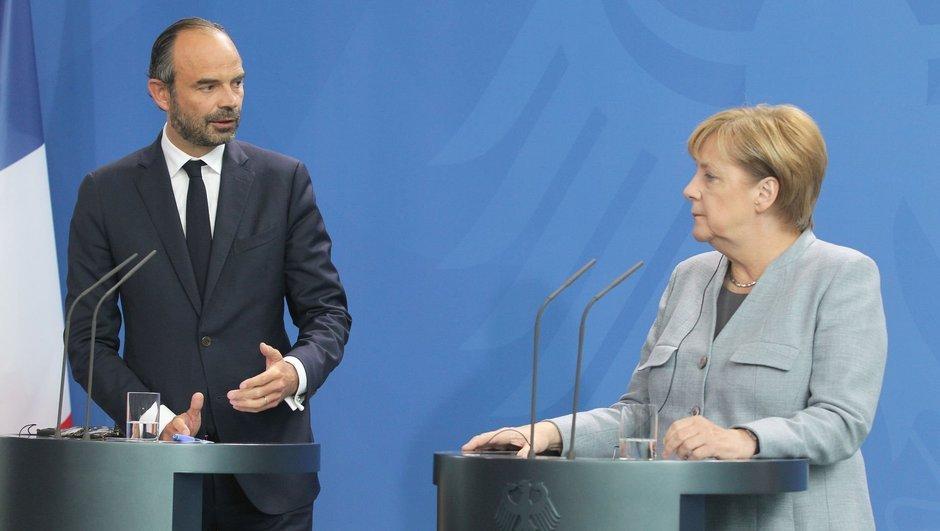 Merkel: Türkiye konusunu kamuoyu önünde tartışmak faydasız