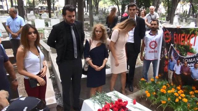Tarık Akan vefatının 1. yılında mezarı başında anıldı