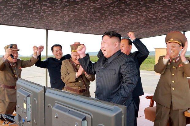 Füze denemeleri tüm dünyayı endişelendirirken, Kim Jong un'u eğlendiriyor