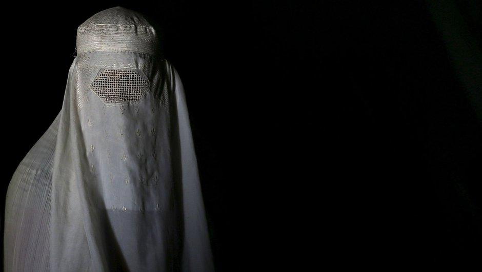 İsviçre'de burkayı yasaklamak için 100 bin imza