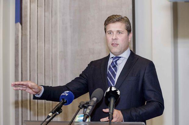 İzlanda Başbakanı, istifa,
