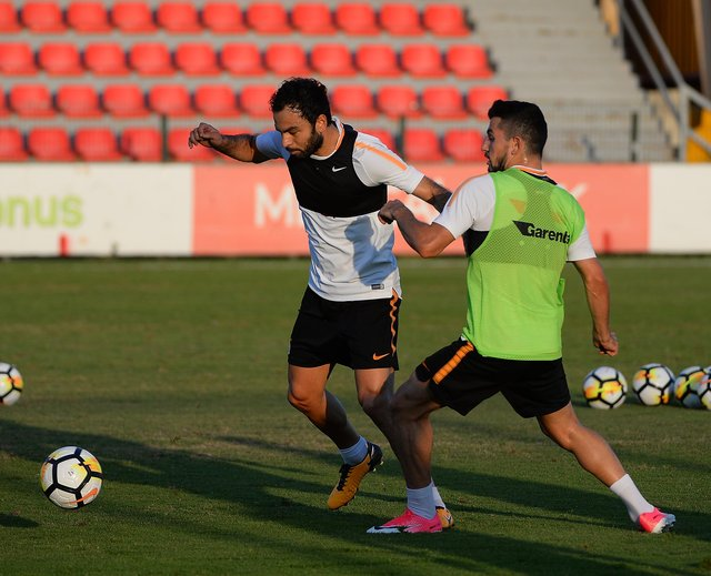 """Galatasaray taraftarı, Fernando Muslera'yı """"Büyük kaptan"""" olarak çağırdı"""
