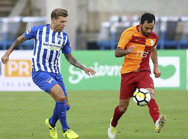 """Galatasaray taraftarı, Muslera'yı """"Büyük kaptan"""" olarak çağırdı"""