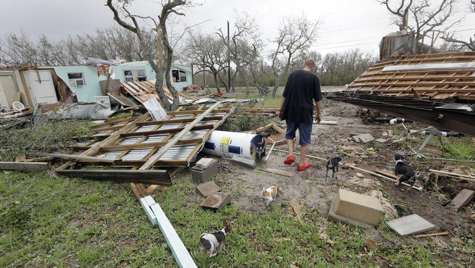 Fırtınalarda 22 defa sular altında kaldı, Harvey'de tamamen çatısı uçtu!