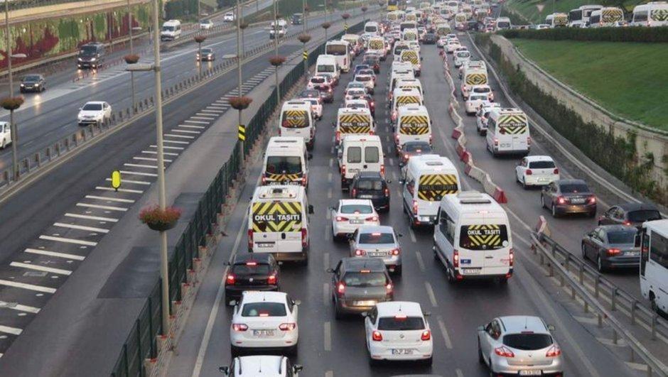 Okullar açıldı, servisler yollara döküldü! İşte İstanbul trafiğinde son durum