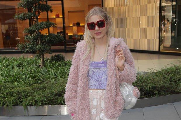 Aleyna Tilki ilginç giyim tarzıyla dikkat çekti