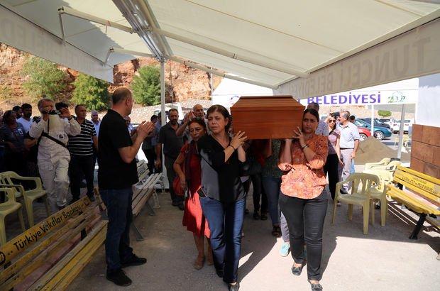 HDP'li Aysel Tuğluk'un annesinin cenazesi sırasında çıkan olaylar nedeniyle 3 tutuklama