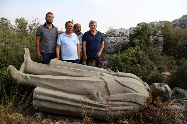 Atatürk heykelini atanlar hakkında soruşturma