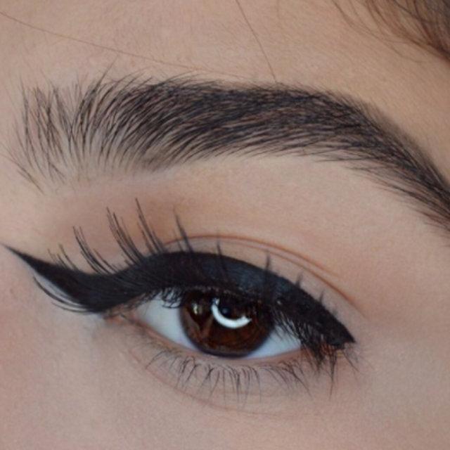 Sosyal medyanın ilginç trendi: Ters kuyruklu eyeliner!