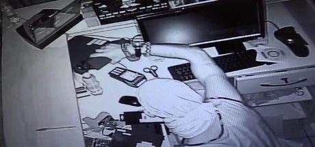 Beyoğlu'nda bir işyerine giren hırsız pişkinliğiyle şaşırttı